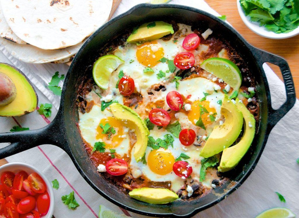 skillet-baked-huevos-rancheros
