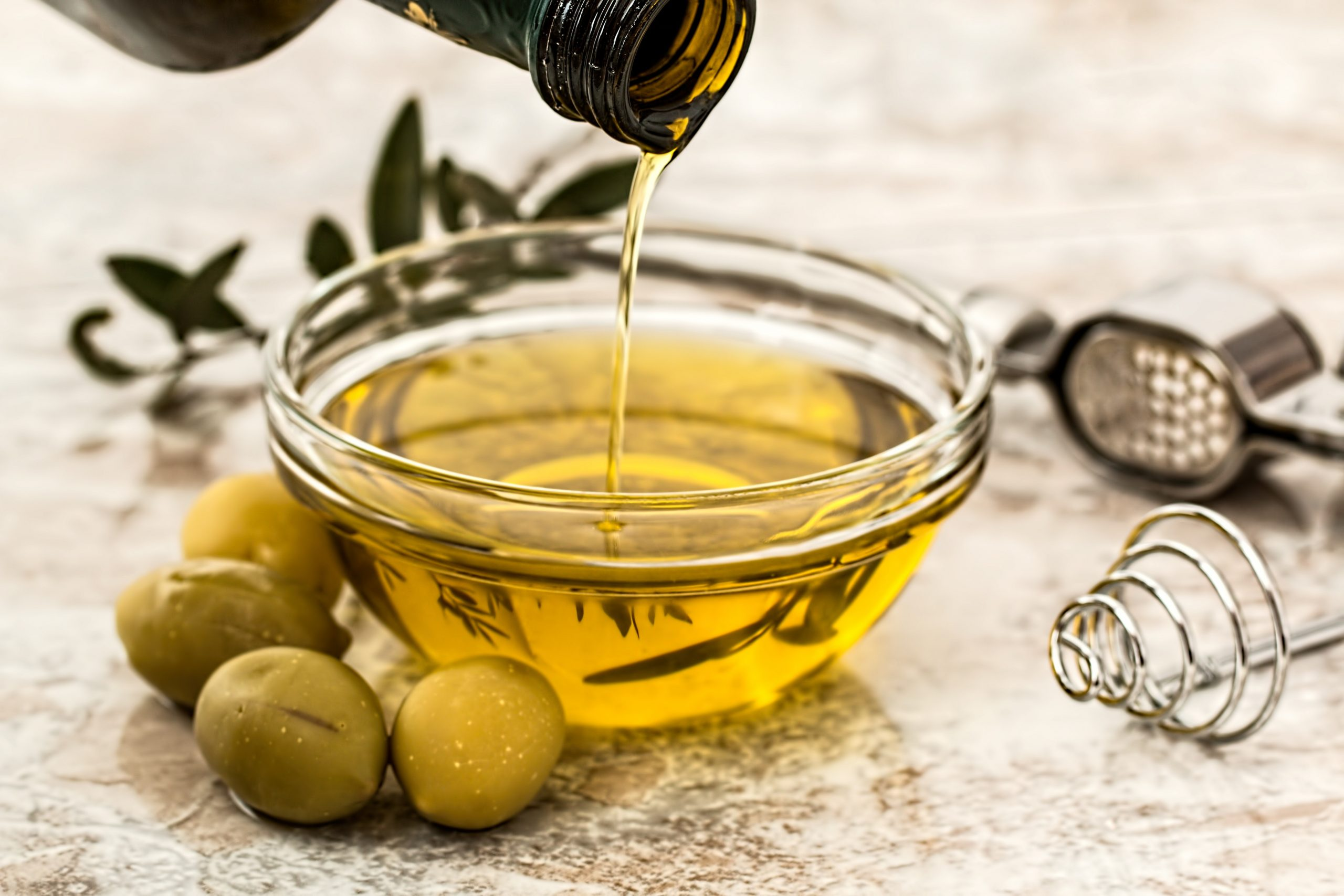 Picture of olive oil (i.e. healthy fat source)